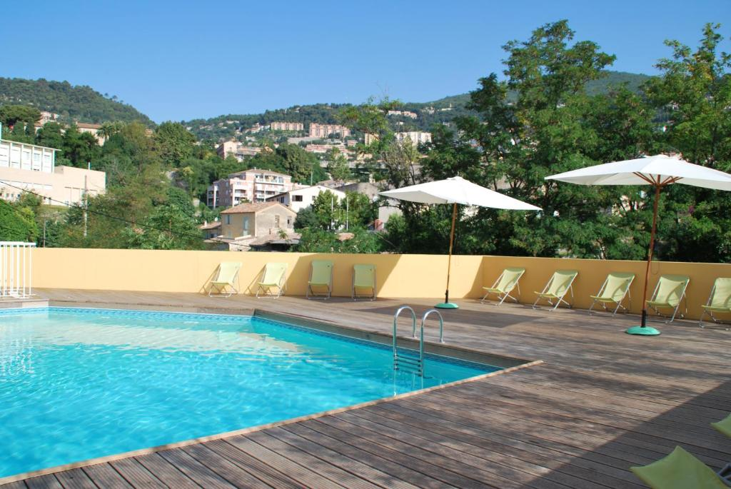 The swimming pool at or close to Résidence Le Virginia by Popinns