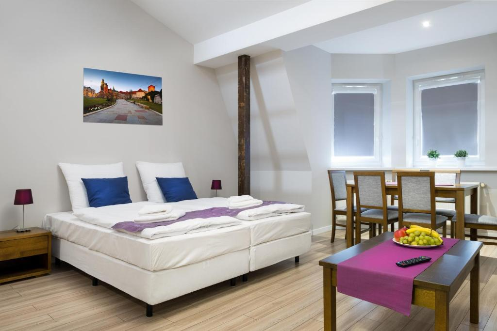 A bed or beds in a room at Emaus Apartments