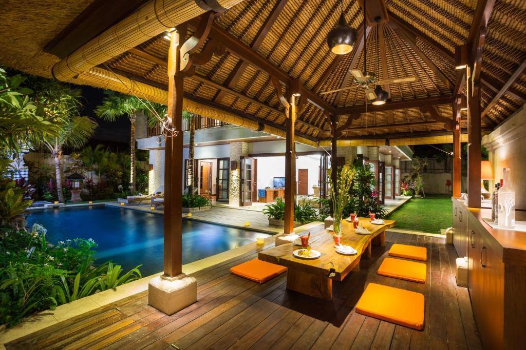 The swimming pool at or close to La Bali