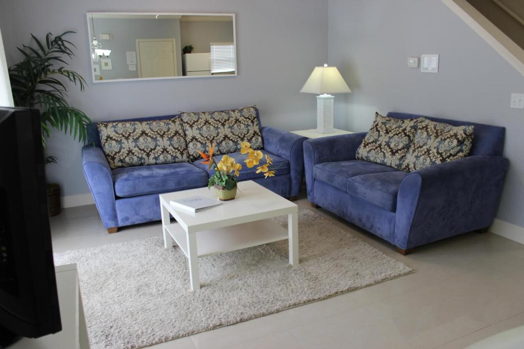 A seating area at Lucaya Village Resort 4 Bedroom Vacation Townhome 1715