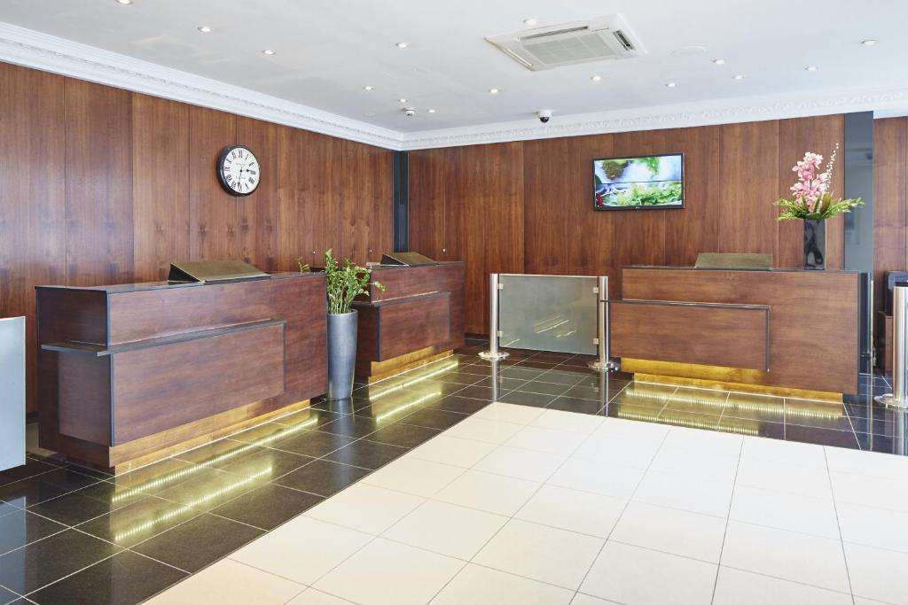 The lobby or reception area at Lancaster Gate Hotel