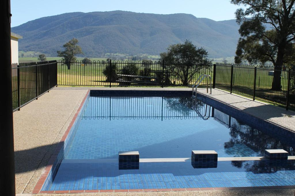 The swimming pool at or near Mountain View Motel