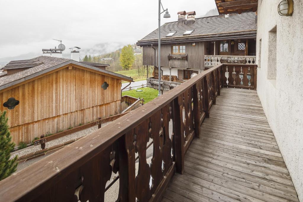 Un balcón o terraza de Villa Lacedel - Stayincortina