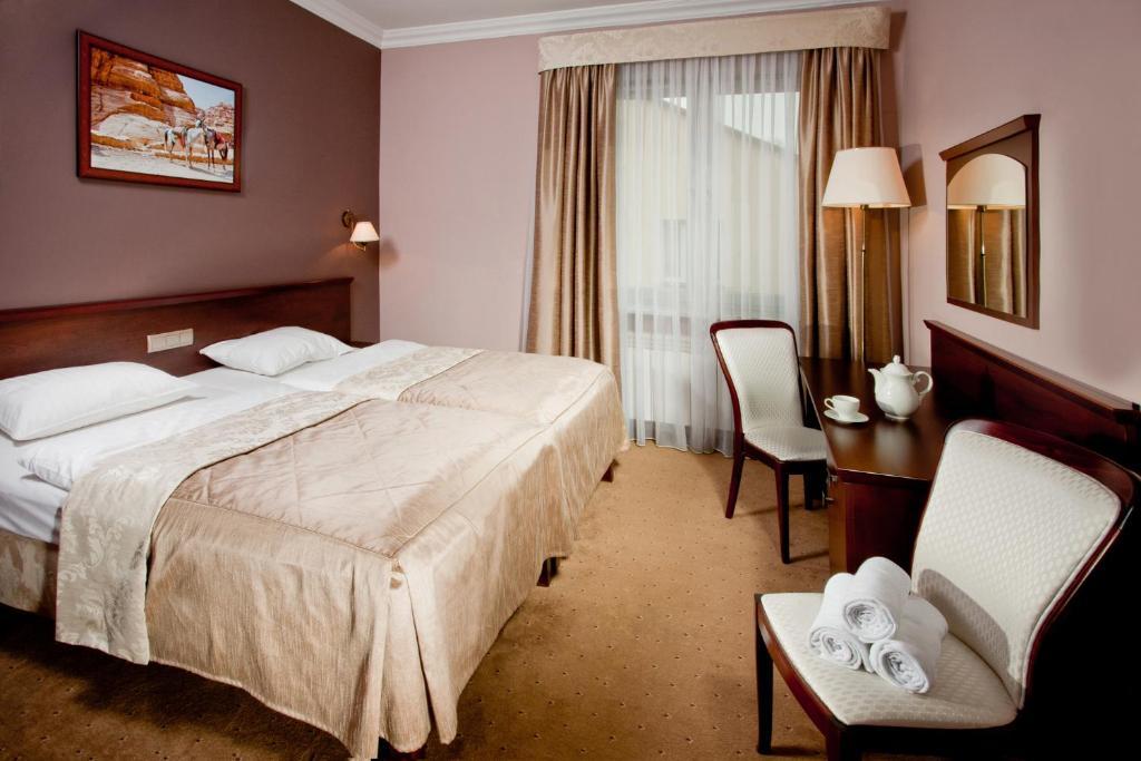 Łóżko lub łóżka w pokoju w obiekcie Pensjonat Poniatowski