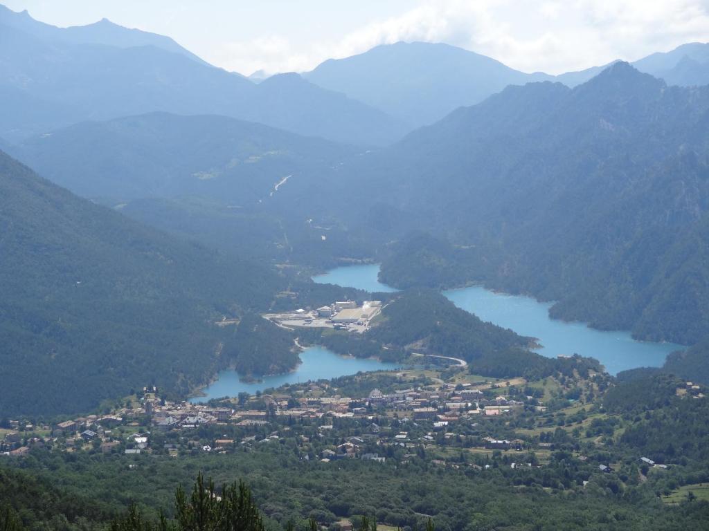 Vista general de una montaña o vista desde el camping