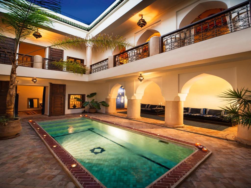 Der Swimmingpool an oder in der Nähe von Riad Darhani