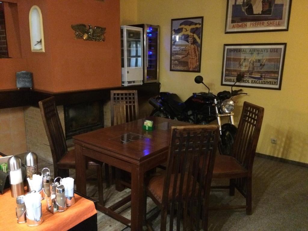 A restaurant or other place to eat at Restaurace-Penzion U Pilota
