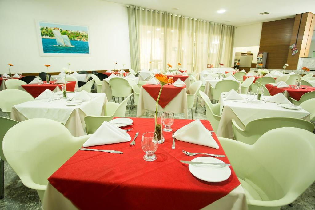 A restaurant or other place to eat at Rede Andrade Barra