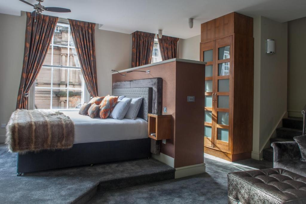 A bed or beds in a room at Lace Market Hotel Nottingham by Compass Hospitality