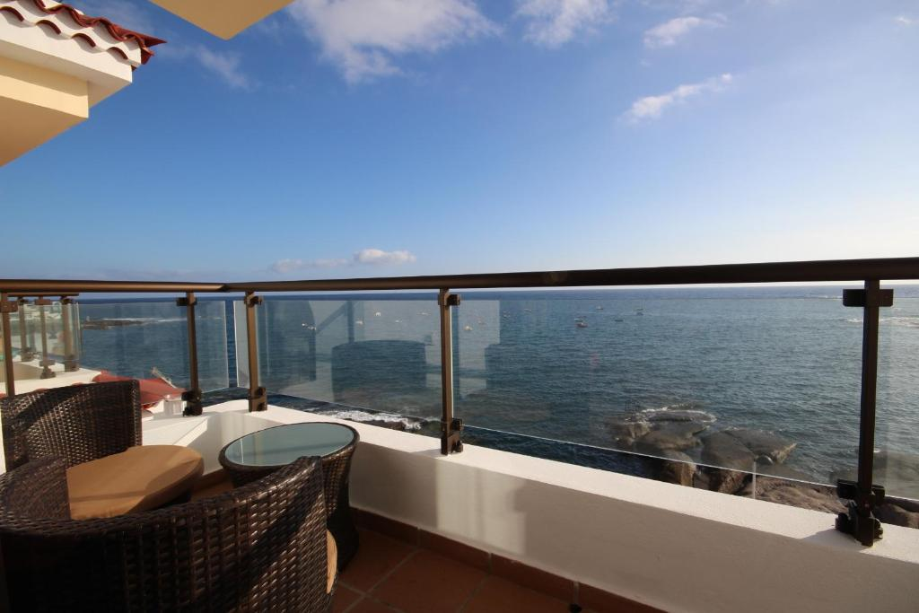 A balcony or terrace at Apartments La Caleta Sunrises