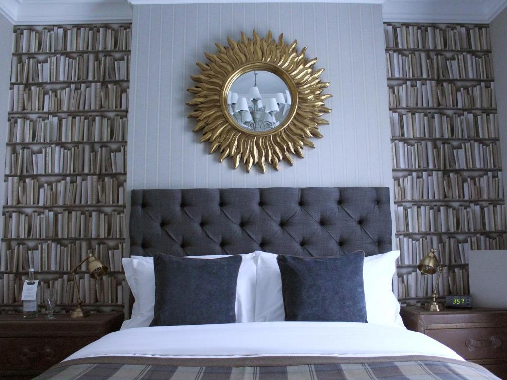 A bed or beds in a room at The One Tun Pub & Rooms