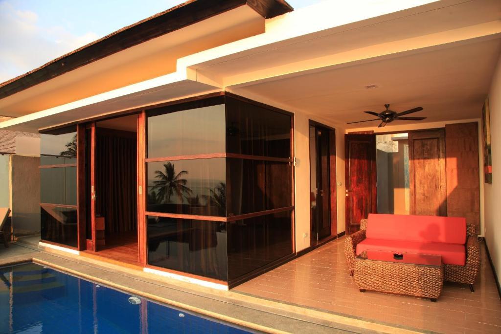 Kolam renang di atau di dekat Lima Satu Resort