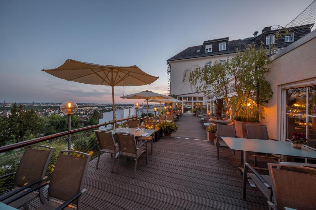 Een restaurant of ander eetgelegenheid bij Hotel Schöne Aussicht