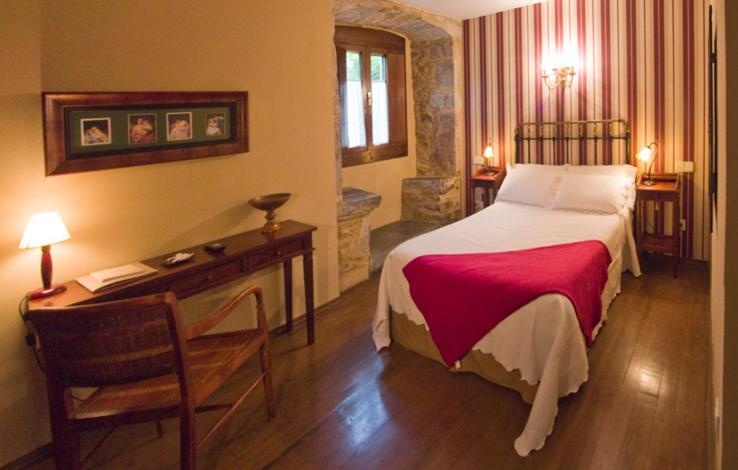 A bed or beds in a room at Castillo De Valdés Salas