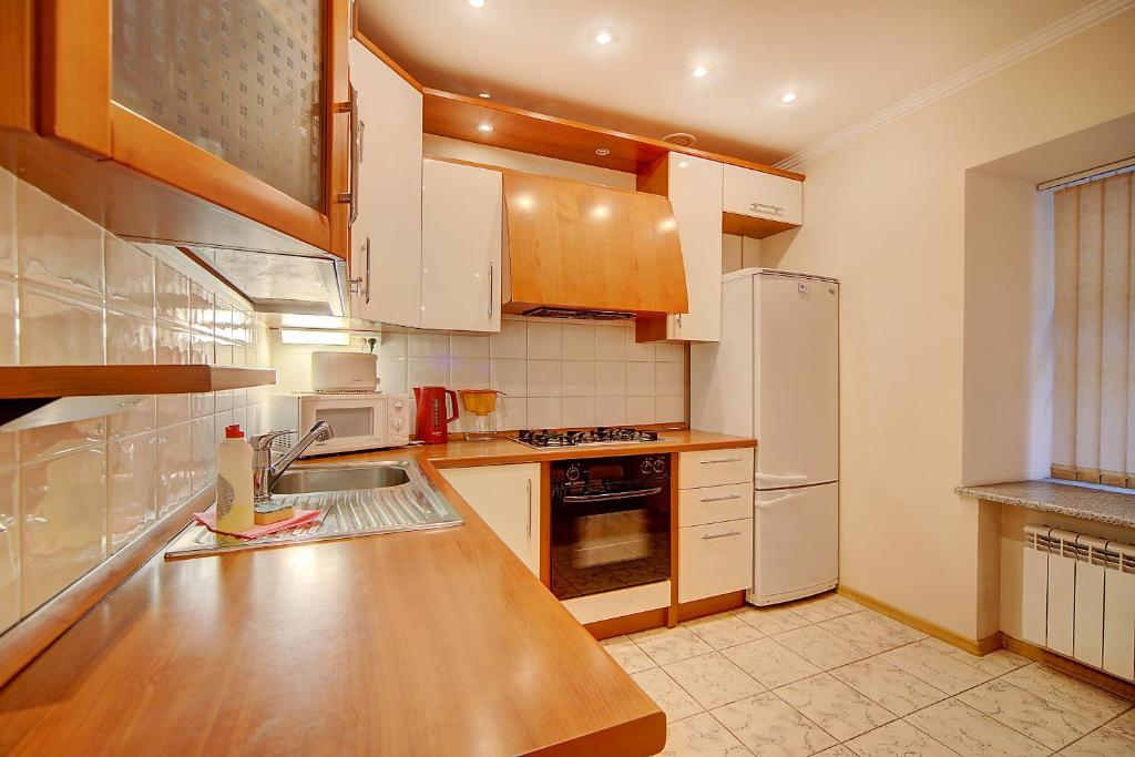 A kitchen or kitchenette at Apartments ERS Nevsky