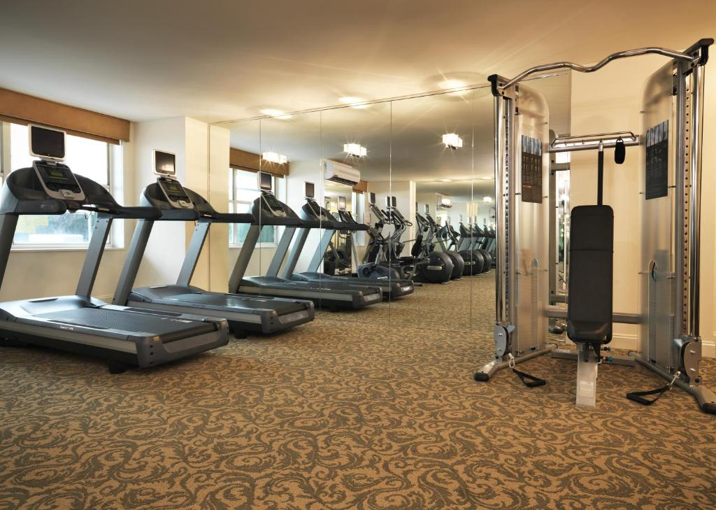 The fitness centre and/or fitness facilities at The Kimberly Hotel & Suites