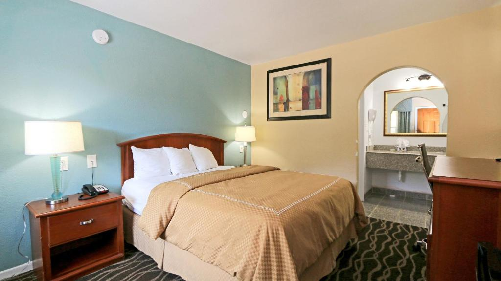 A room at the Travelodge by Wyndham Austin South.
