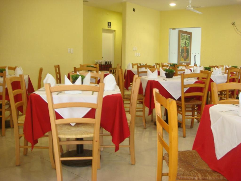 Un restaurante o sitio para comer en Hotel Roma