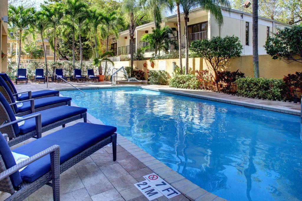 The swimming pool at or close to Hampton Inn Miami-Coconut Grove/Coral Gables