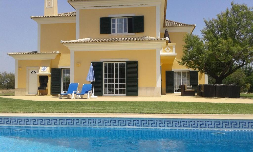 Der Swimmingpool an oder in der Nähe von Casa dos Ventos