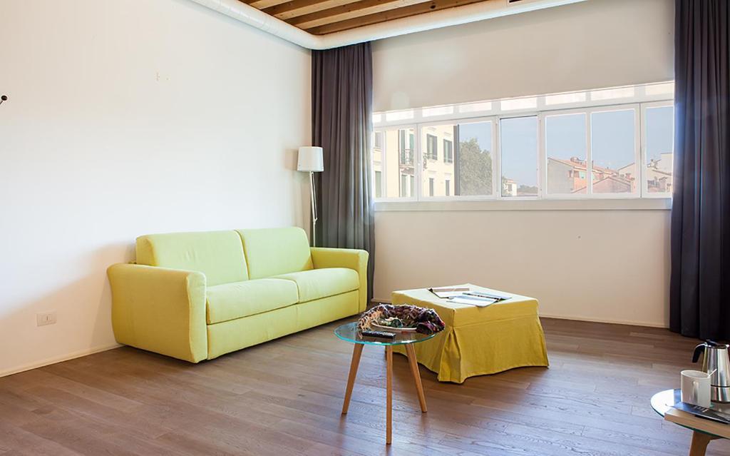 Coin salon dans l'établissement Venice Halldis Apartments