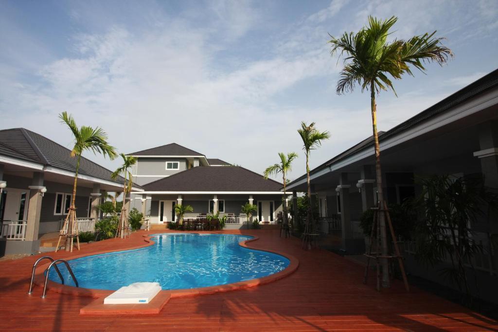 The swimming pool at or near Rongsang Resort