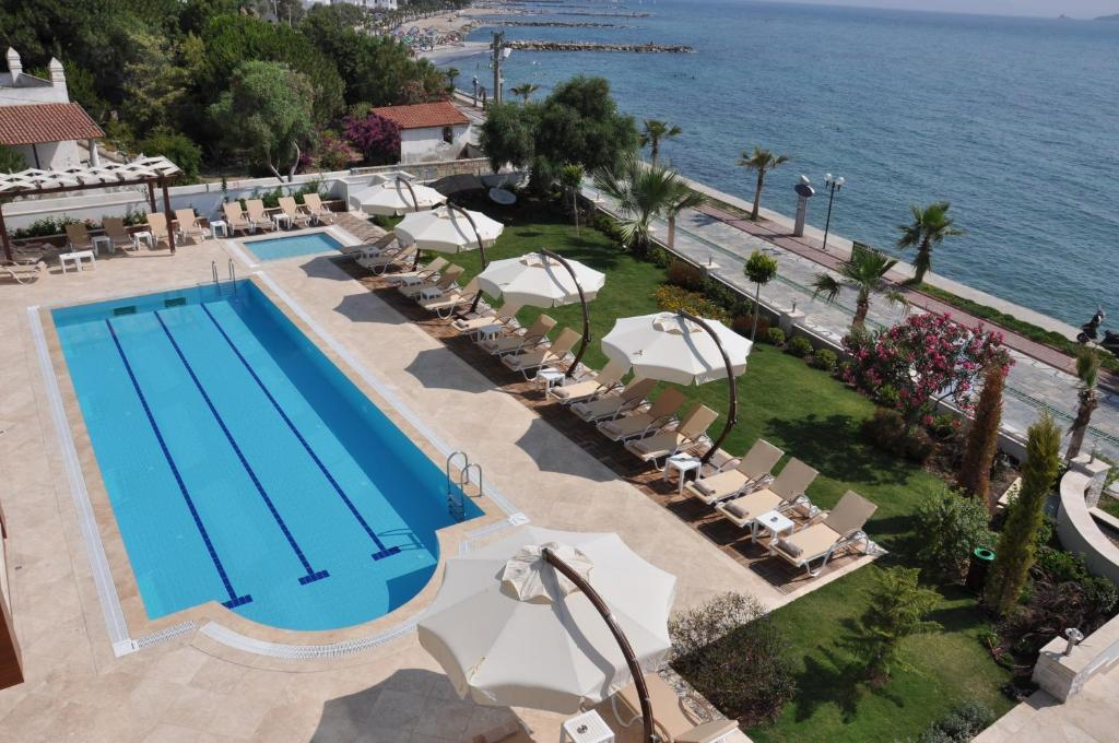 A view of the pool at Hotel Turiya or nearby