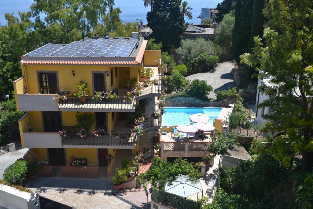 A bird's-eye view of Residence Villa Il Glicine