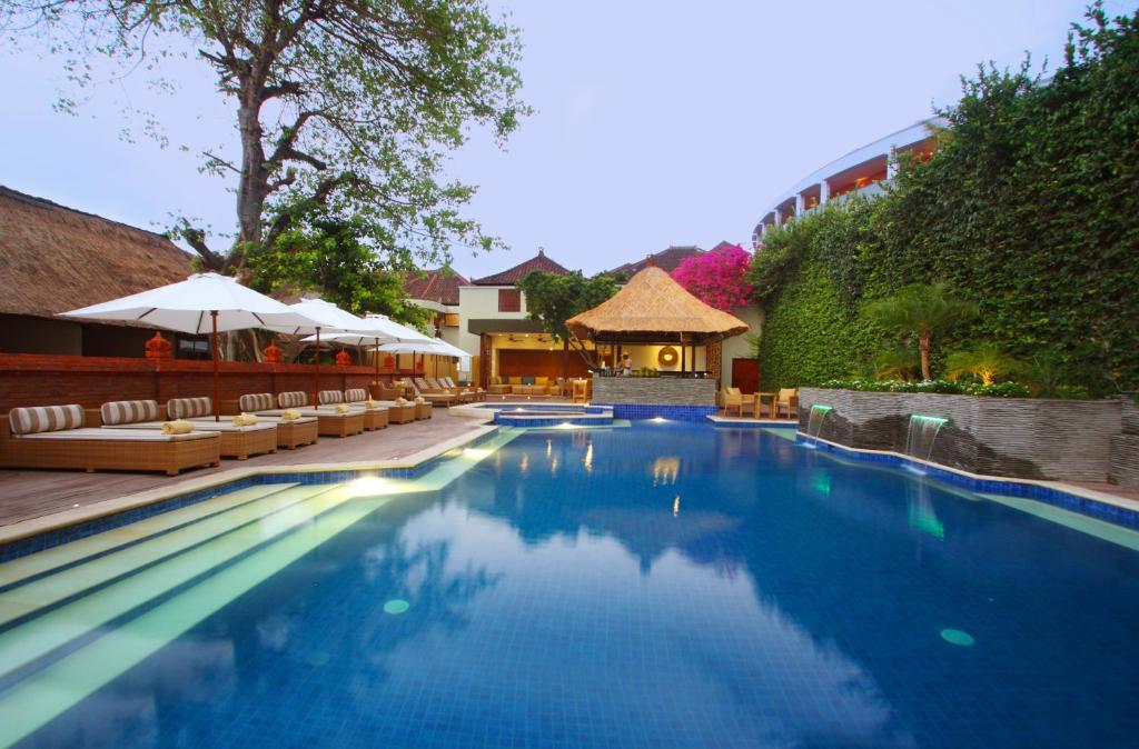 The swimming pool at or near AlamKulkul Boutique Resort