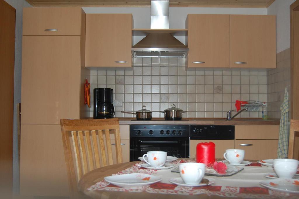 Küche/Küchenzeile in der Unterkunft Ferienwohnung Kauffmann Bühler