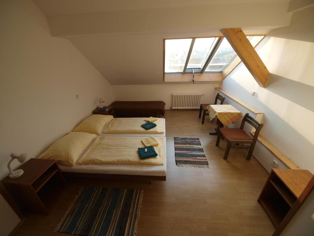 Кровать или кровати в номере Church Pension Praha - Husův Dům