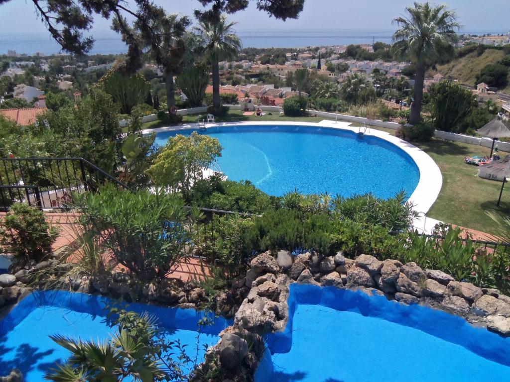 The swimming pool at or near Apartamento Calahonda