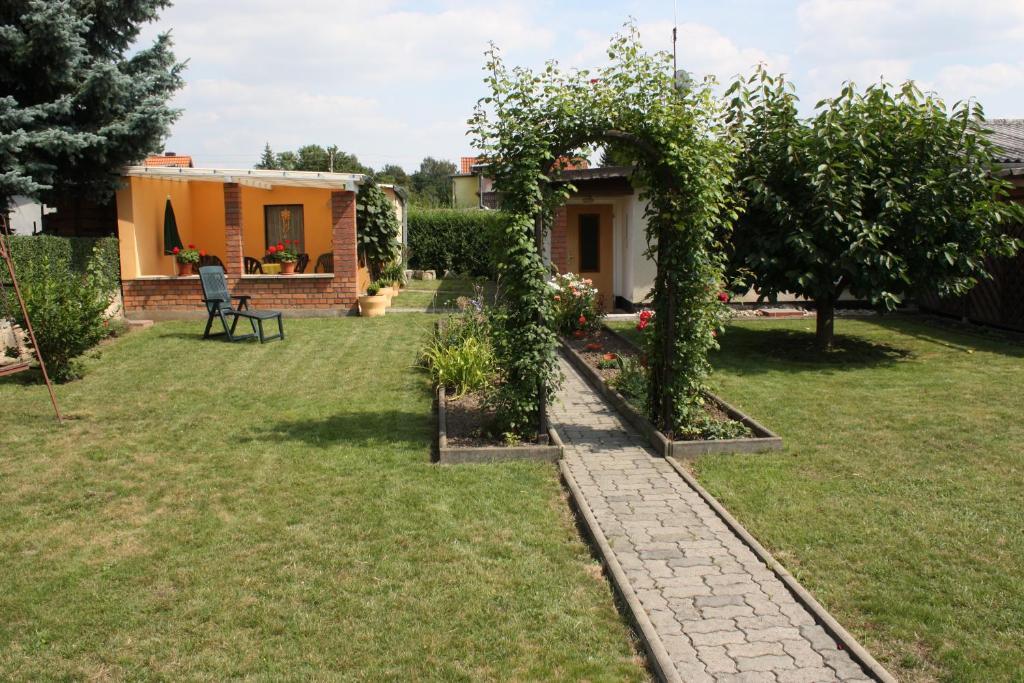 Ein Garten an der Unterkunft Idylle am Klei