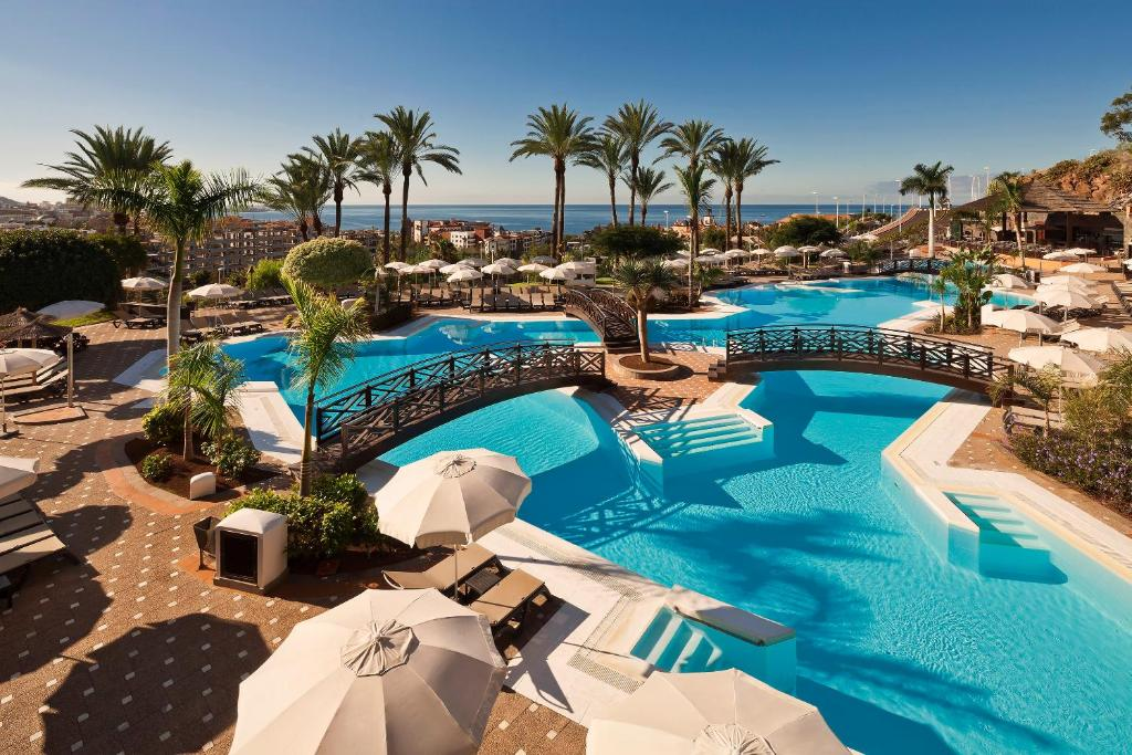 A view of the pool at Meliá Jardines del Teide or nearby