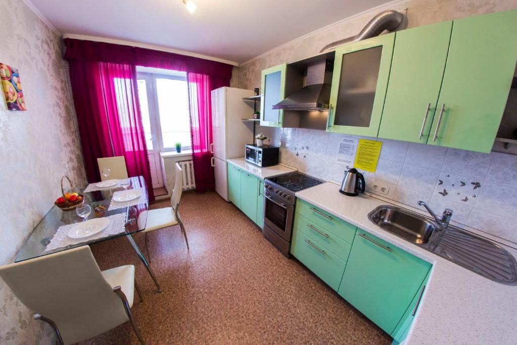 Кухня или мини-кухня в Хоум Отель на Карла Маркса, 60-1