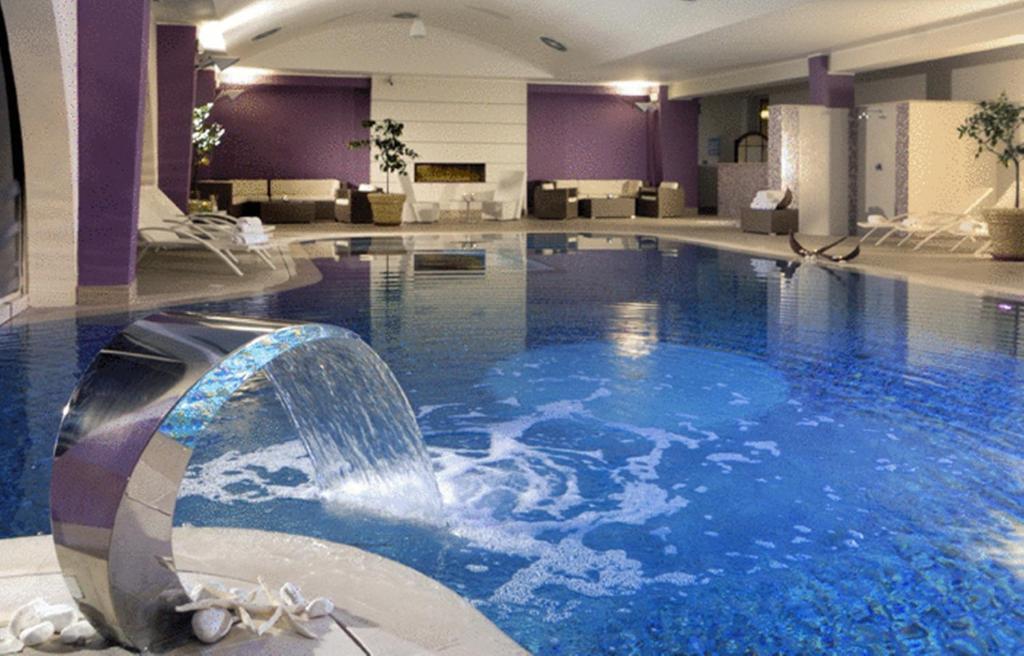 Бассейн в Yes Hotel Touring или поблизости