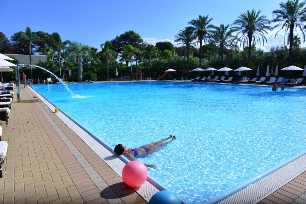 The swimming pool at or near Green Paradise Resort