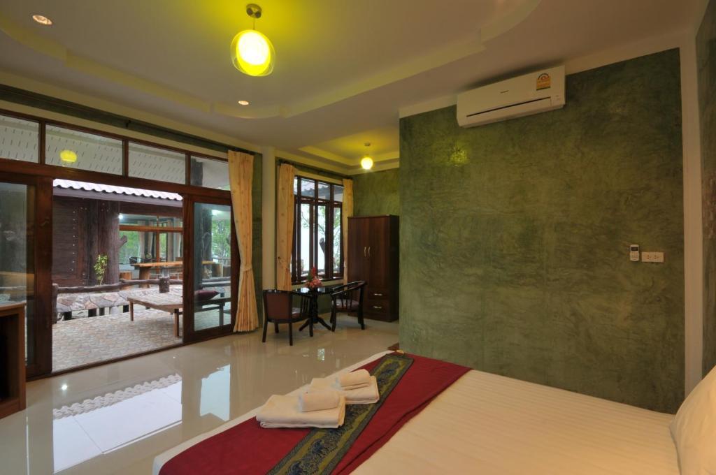 The lobby or reception area at I Talay Lanta