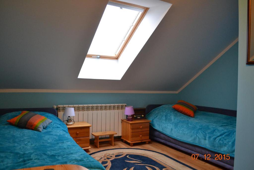 Łóżko lub łóżka w pokoju w obiekcie Pokoje Gościnne Na Skraju Lasu