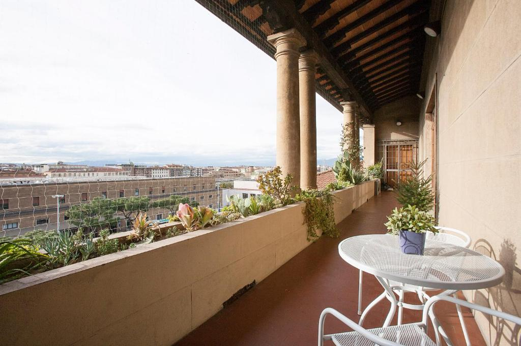 Un balcón o terraza de La Gare Apartment