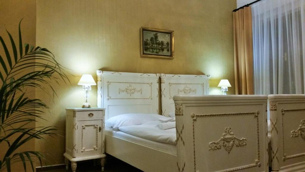 Łóżko lub łóżka w pokoju w obiekcie Old Prague House