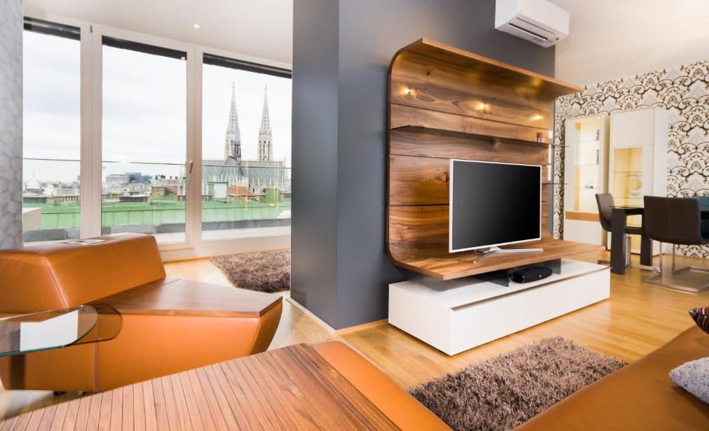 A television and/or entertainment center at Abieshomes Serviced Apartments - Votivpark