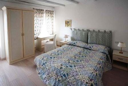 A bed or beds in a room at La Finestra Su Roma