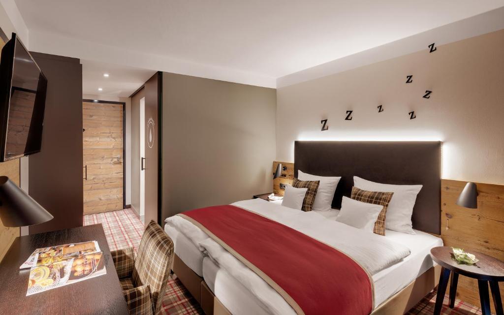 Ein Bett oder Betten in einem Zimmer der Unterkunft Hotel Traumschmiede