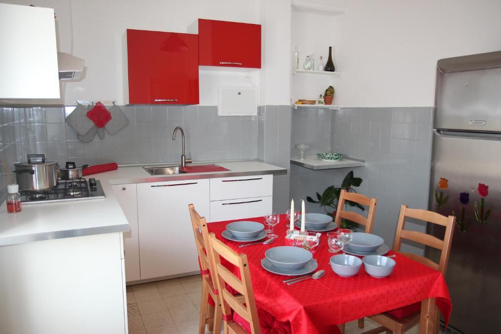 A kitchen or kitchenette at Opulenta Salernum Apartment