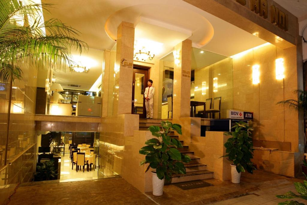 A restaurant or other place to eat at L' Heritage Hotel Hanoi