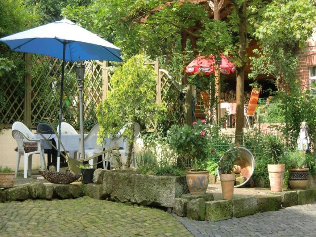 Ein Garten an der Unterkunft Reiterhof Aumühle
