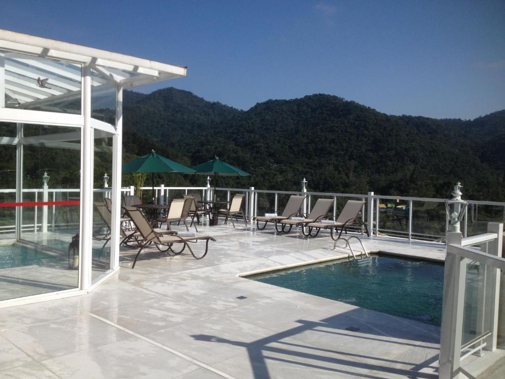 The swimming pool at or close to Pousada Terraço Penedo