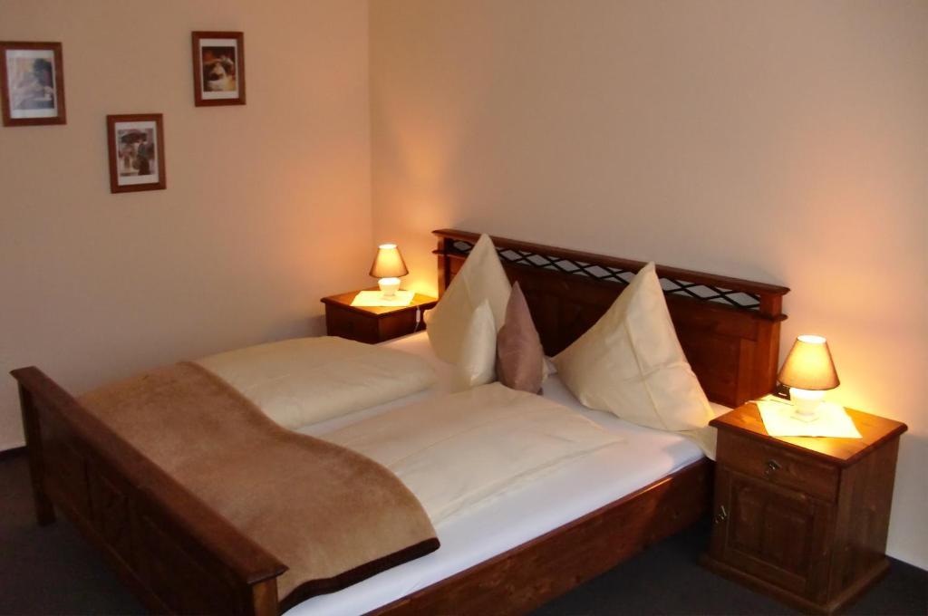 Ein Bett oder Betten in einem Zimmer der Unterkunft Hotel Mietz