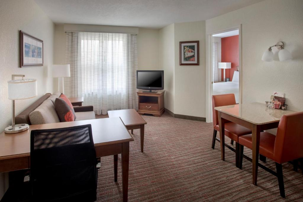 A seating area at Residence Inn by Marriott Saratoga Springs